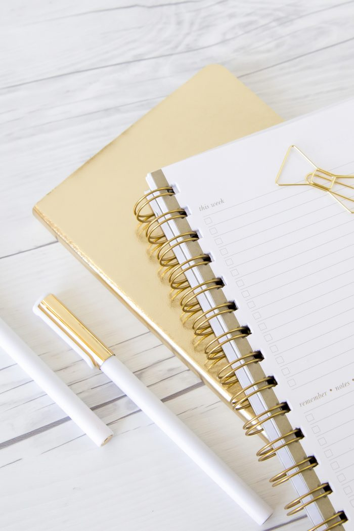31 Thoughtful Journal Prompts for January (and the New Year!)
